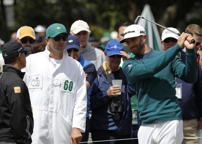 4月13日、米男子ゴルフのウェルズ・ファーゴ選手権の大会主催者は、先週マスターズ・トーナメントを棄権した世界ランク1位のダスティン・ジョンソン(32、米国)が5月4日に(ノースカロライナ州ウィルミントン)で開幕する同大会で復帰する見通しと発表した。6日撮影(2017年 ロイター/Mike Segar)