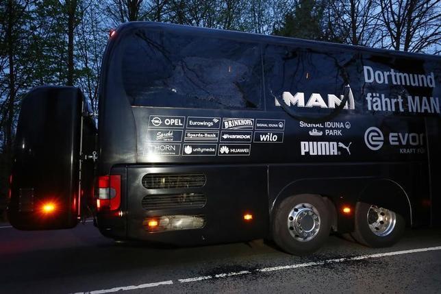 4月15日、サッカーのドイツ1部、ブンデスリーガ、ドルトムントの選手らが乗ったバス(写真)が巻き込まれた爆発事件で使用された爆発物は、ドイツ軍の備品だった可能性があるという。ドルトムントで11日撮影(2017年 ロイター)