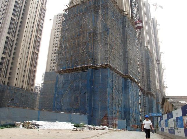4月17日、中国国家統計局が発表した1─3月の不動産投資は前年比9.1%増と、1―2月の8.9%増から加速した。政府による市場過熱化の抑制策にもかかわらず、新築着工のペースが速まっている。写真は湖南省の省都、長沙市で昨年9月撮影(2017年 ロイター/Yawen Chen)