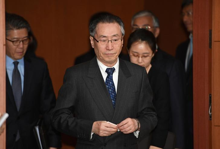 Wu Dawei (C), China's Special Representative for Korean Peninsula Affairs, arrives before a meeting with South Korean Foreign Minister Yun Byung-Se in Seoul, South Korea April 10, 2017. REUTERS/Pool