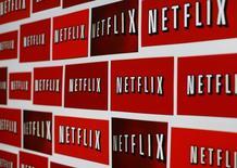 Netflix a dit lundi avoir engrangé au premier trimestre 2017 moins d'abonnés que prévu, aussi bien à l'international qu'aux Etats-Unis, mais le service de vidéo en ligne américain a dit anticiper d'ici la fin du premier semestre un nombre de nouveaux abonnés supérieur aux attentes. /Photo d'archives/REUTERS/Mike Blake