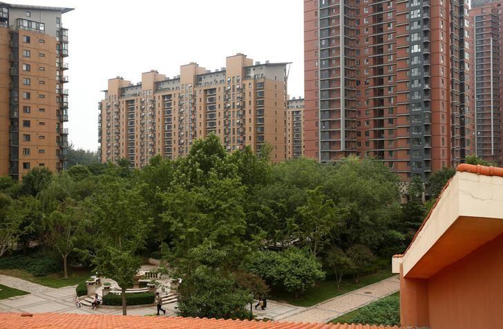 资料图片:2016年7月,北京一处住宅区。REUTERS/Thomas Peter