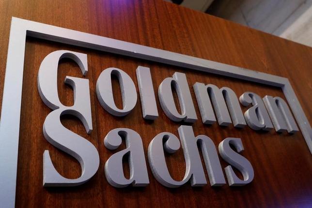 4月18日、米金融大手ゴールドマン・サックスが発表した第1・四半期決算は、利益が市場予想を下回った。写真は同社のロゴ。ニューヨーク市で撮影(2017年 ロイター/Brendan McDermid)