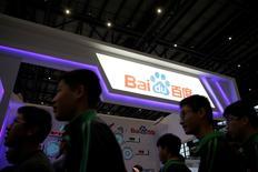 Baidu Inc a annoncé mardi qu'il lancerait sa propre technologie pour voiture autonome utilisable dans un environnement restreint en juillet, avant de l'étendre progressivement à la conduite sur autoroutes et en ville d'ici 2020. /Photo d'archives/REUTERS/Aly Song