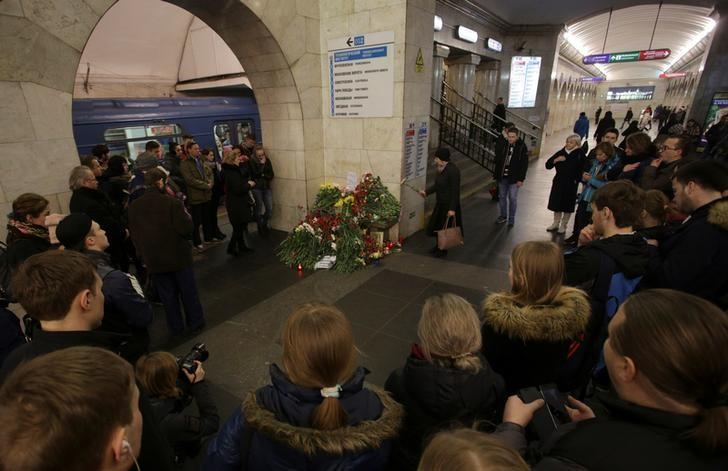 People mourn next to a memorial site for the victims of a blast in St. Petersburg metro, at Tekhnologicheskiy institut metro station in St. Petersburg, Russia, April 4, 2017. REUTERS/Anton Vaganov