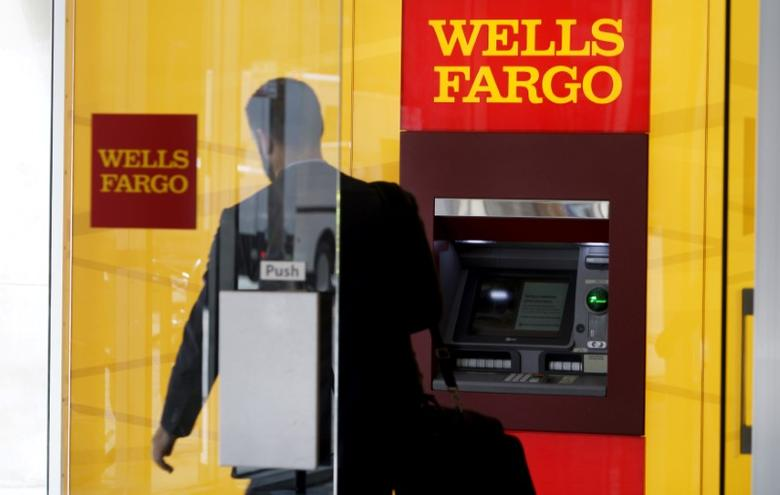 A man walks by a bank machine at the Wells Fargo & Co. bank in downtown Denver, Colorado, U.S. April 13, 2016.   REUTERS/Rick Wilking/File Photo