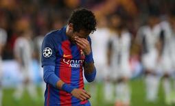 Neymar lamenta eliminação do Barcelona na Liga dos Campeões 19/4/17   Reuters / Albert Gea