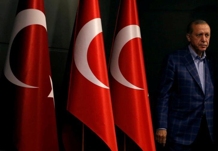 FILE PHOTO: Turkish President Recep Tayyip Erdogan arrives at a news conference in Istanbul, Turkey, April 16, 2017.   REUTERS/Murad Sezer/File Photo
