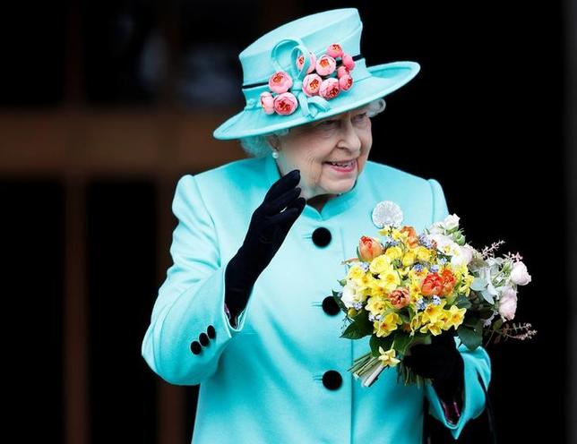 Britain's Queen Elizabeth leaves the Easter Sunday service in Windsor Castle, in Windsor, April 16, 2017. REUTERS/Peter Nicholls/Files