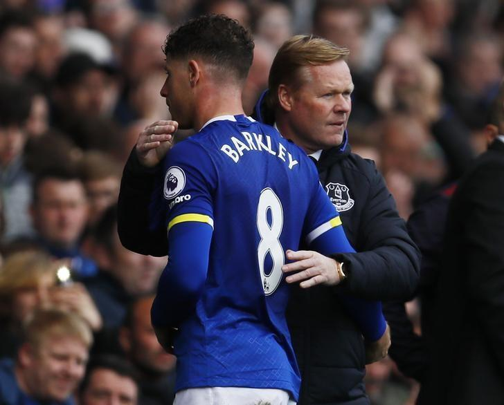 Britain Soccer Football - Everton v Burnley - Premier League - Goodison Park - 15/4/17 Everton's Ross Barkley with manager Ronald Koeman as he walks off to be substituted   Action Images via Reuters / Jason Cairnduff Livepic/File Photo