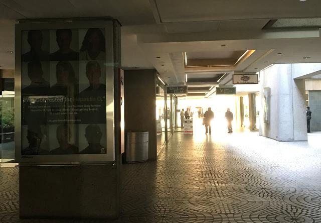 Customers walk through a darkened shopping mall during to a power cut in San Francisco, California, U.S. April 21, 2017.  REUTERS/Alexandria Sage