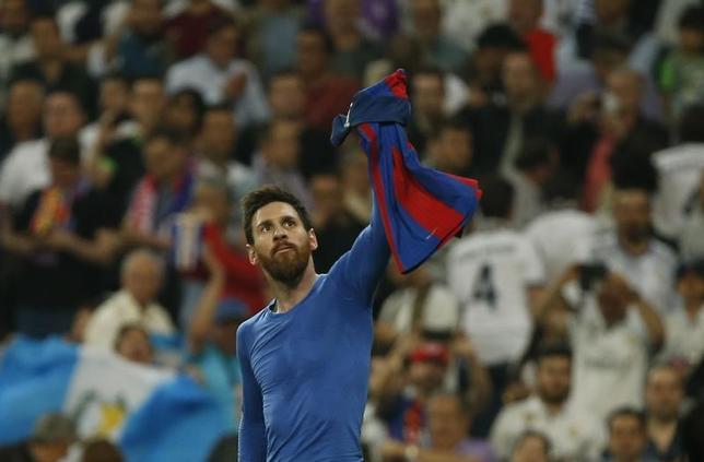 4月23日、サッカーのスペイン1部、バルセロナはレアル・マドリードとの伝統の一戦「クラシコ」で3─2と勝利。バルセロナのリオネル・メッシは決勝点を決め、同クラブでの通算500得点を記録した(2017年 ロイター)