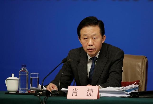 4月24日、先週ワシントンで開催された20カ国・地域(G20)財務相・中央銀行総裁会議に出席した中国の肖捷財政相は、同国の第1・四半期国内総生産(GDP)発表を受け、中国経済に明るい兆しが広がっているとの見方を示した。写真は北京で3月撮影(2017年 ロイター/Jason Lee)