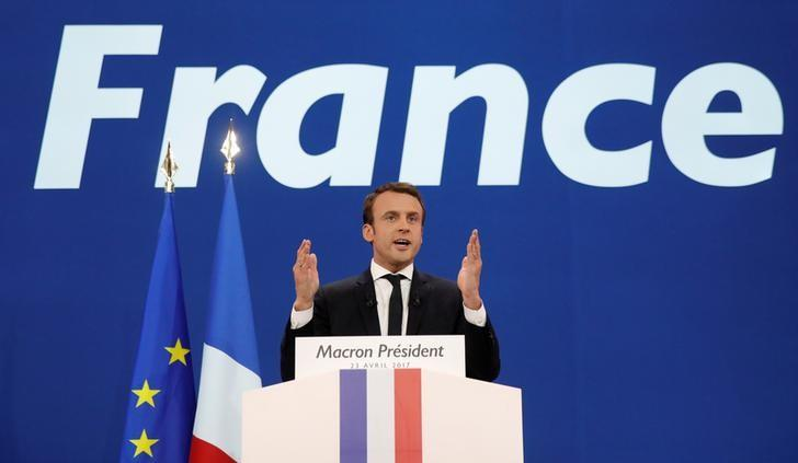 Emmanuel Macron, head of the political movement En Marche !, or Onwards !, and candidate for the 2017 French presidential election, gestures to supporters after the first round of 2017 French presidential election in Paris, France, April 23, 2017. REUTERS/Benoit Tessier