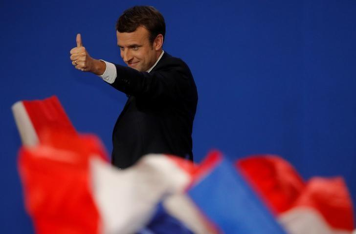 Emmanuel Macron, head of the political movement En Marche !, or Onwards !, and candidate for the 2017 French presidential election, gestures after partial results in the first round of 2017 French presidential election, at the Parc des Expositions hall in Paris, France April 23, 2017.   REUTERS/Philippe Wojazer