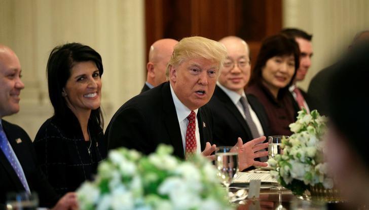 2017年4月24日,美国华盛顿,美国总统特朗普在白宫与联合国安理会成员国代表举行工作午餐。REUTERS/Kevin Lamarque