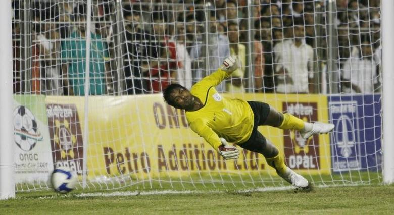 FILE PHOTO: India's goalkeeper Subrata Paul tries to stop the ball against Syria during their final match at the ONGC Nehru Cup soccer tournament in New Delhi August 31, 2009. REUTERS/Adnan Abidi/Files