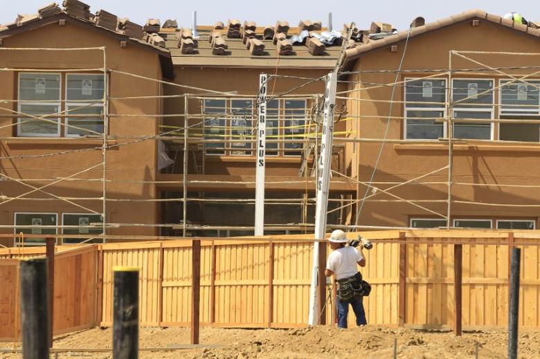 FILE PHOTO: New residential homes are shown under construction in Carlsbad, California September 19, 2011. REUTERS/Mike Blake