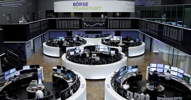 4月26日、欧州の資産運用大手ドイチェ・アセット・マネジメントが、週末に行われたフランスの大統領選第1回投票の結果を受けて、欧州株式の投資スタンスを引き上げたことが分かった。写真はフランクフルト証券取引所、25日撮影(2017年 ロイター)