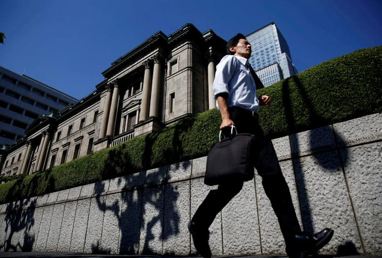 FILE PHOTO: A man runs past the Bank of Japan (BOJ) building in Tokyo, Japan, July 29, 2016.   REUTERS/Kim Kyung-Hoon/File Photo