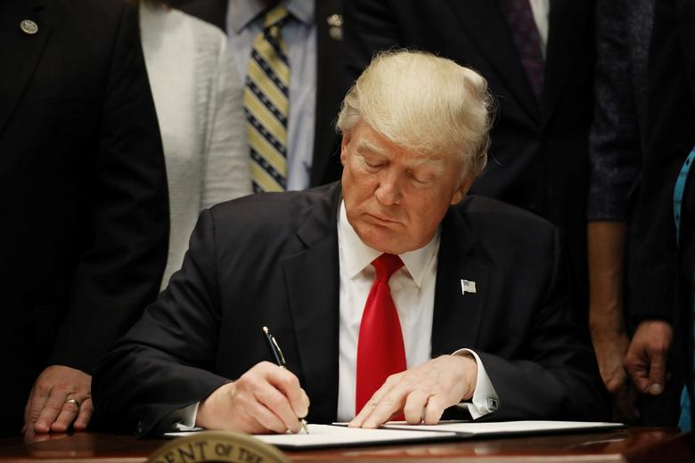 President Trump Signs Executive to Establish 1776 Commission