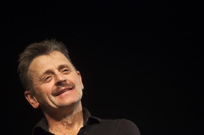 Renowned stage performer Mikhail Baryshnikov attends a news conference at the Suzanne Dellal Centre for Dance and Theatre in Tel Aviv November 13, 2011.  REUTERS/Nir Elias