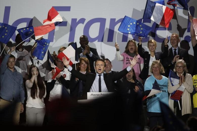 Emmanuel Macron, head of the political movement En Marche !, or Onwards !, and candidate for the 2017 presidential election, attends a campaign rally in Arras, France, April 26, 2017. REUTERS/Benoit Tessier