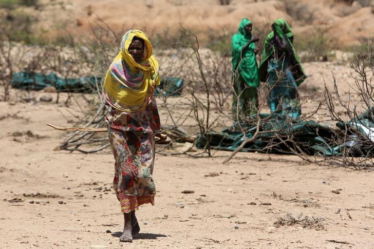 An internally displaced woman walks through a camp on the outskirts of the town of Qol Ujeed, on the border with Ethiopia, Somaliland April 17, 2016.  REUTERS/Siegfried Modola