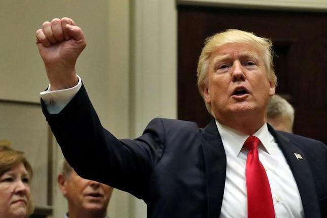 4月27日、トランプ米大統領は、NAFTA再交渉に楽観的な見方を示した。写真はホワイトハウスで26日撮影(2017年 ロイター/Carlos Barria)