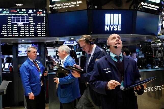 4月27日、米ソフトウェア会社、クラウデラの新規株式公開(IPO)による資金調達額は2億2500万ドルとなった。写真はニューヨーク証券取引所の様子。19日撮影(2017年 ロイター/Brendan McDermid)