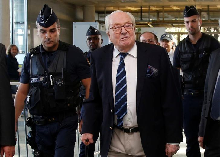 French far-right Front National founder Jean-Marie Le Pen (C) arrives for a trial at the courthouse in Nanterre, near Paris, France October 5, 2016, as he takes his party to court after his daughter suspended him from the movement. REUTERS/Jacky Naegelen/File Photo