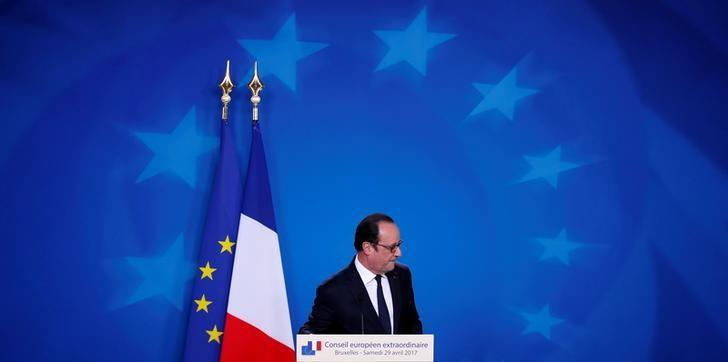 French President Francois Hollande leaves after his last summit presser after the EU summit in Brussels, Belgium, April 29, 2017. REUTERS/Christian Hartmann
