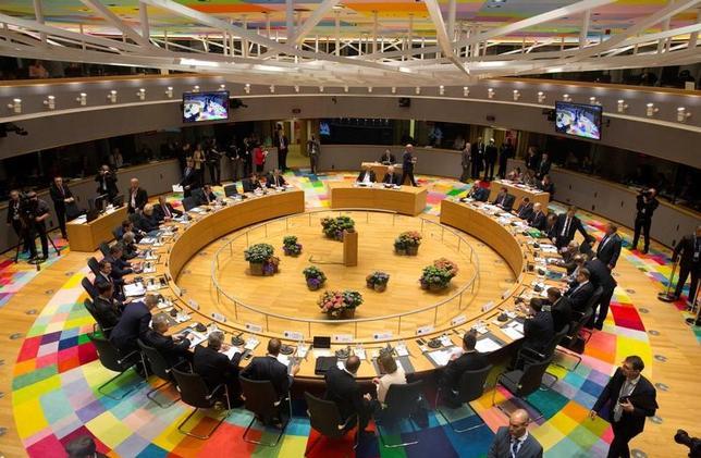 4月29日、英国を除く欧州連合(EU)加盟国は特別首脳会議を開催し英国のEU離脱交渉に向けた指針を採択した。代表撮影(2017年 ロイター/Virginia Mayo)