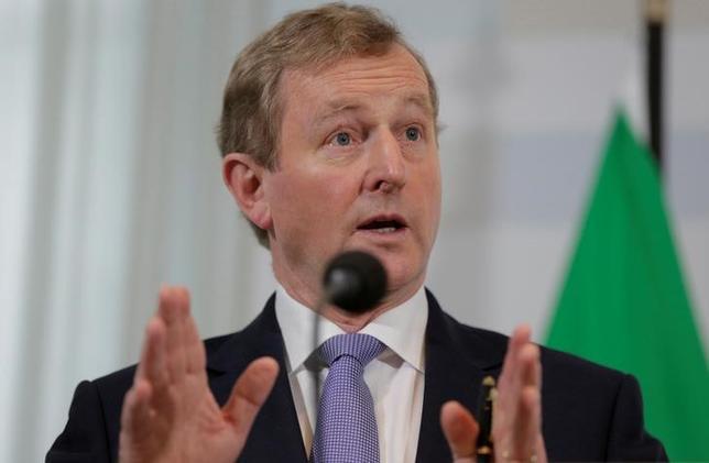 4月29日、欧州連合(EU)首脳らは、英国との離脱交渉に向けて開催した特別会議で、英国の北アイルランドが将来の住民投票でアイルランドと統合されることになった場合、同地域のEU加盟を認める方針を示した。写真はアイルランドのケニー首相、ハーグで21日撮影(2017年 ロイター/Michael Kooren)