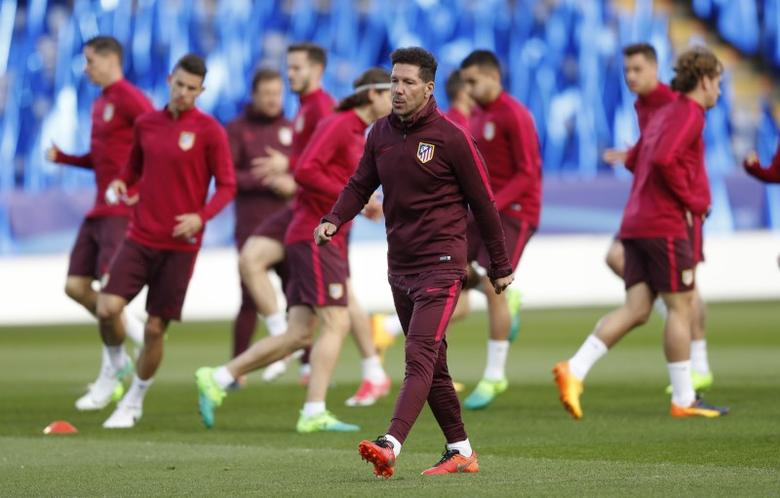 Britain Football Soccer - Atletico Madrid Training  - King Power Stadium, Leicester, England - 17/4/17 Atletico Madrid coach Diego Simeone during training Action Images via Reuters / Carl Recine Livepic