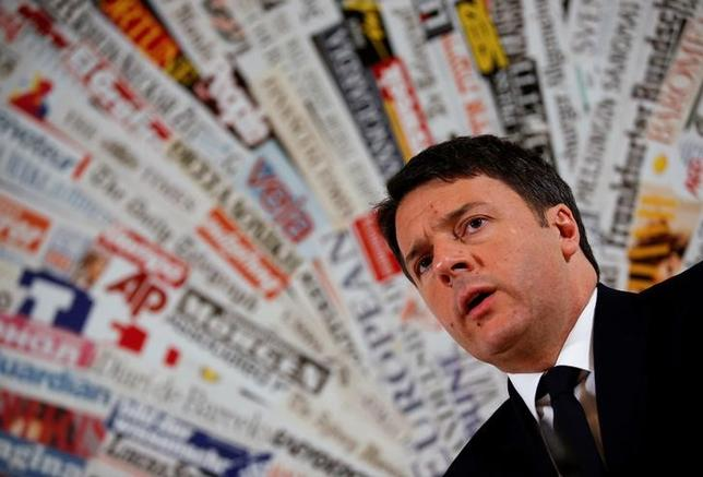 Italy's Prime Minister Matteo Renzi speaks during a news conference with foreign press in Rome, Italy, February 22, 2016. REUTERS/Alessandro Bianchi/Files