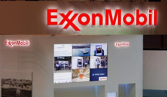 米石油大手のエクソンモービル、シェブロンは、中期サイクルのど真ん中に入ったように見える。両社が28日発表した第1・四半期業績は、原油高や利益率改善によって急激に上振れした。 写真は千葉市で4月撮影(2017年 ロイター/Toru Hanai)