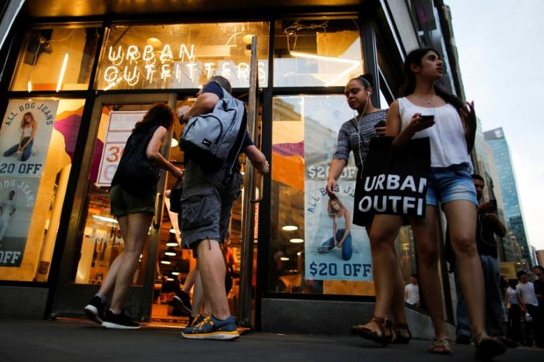 FILE PHOTO: Customers visit Urban Outfitters store in Manhattan, New York, U.S., August 15, 2016. REUTERS/Eduardo Munoz
