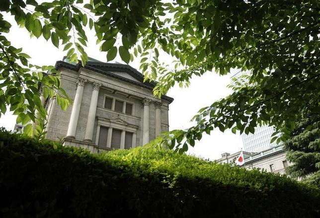 5月2日、日銀は2日、3月15―16日に開かれた金融政策決定会合の議事要旨を公表した。写真は日銀本店。2012年6月撮影(2017年 ロイター/Yuriko Nakao)
