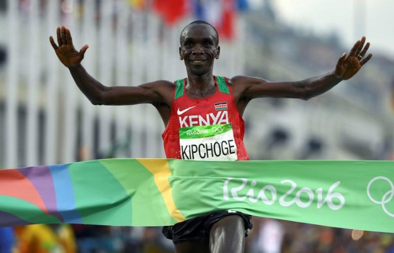FILE PHOTO: 2016 Rio Olympics - Athletics - Final - Men's Marathon - Sambodromo - Rio de Janeiro, Brazil - 21/08/2016. Eliud Kipchoge (KEN) of Kenya crosses the finish line to win gold.     REUTERS/Athit Perawongmetha/File Photo