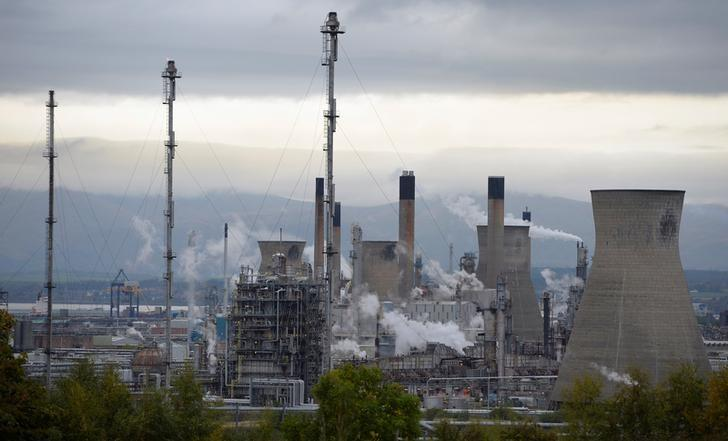 FILE PHOTO: A general view of the Grangemouth oil refinery, at Grangemouth, Scotland October 21, 2013. REUTERS/Russell Cheyne/File Photo