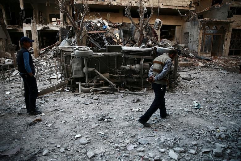 Men inspect damage after an airstrike on the rebel held besieged city of Douma, in the eastern Damascus suburb of Ghouta, Syria April 7, 2017. REUTERS/Bassam Khabieh