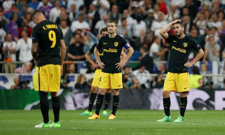 Football Soccer - Real Madrid v Atletico Madrid - UEFA Champions League Semi Final First Leg - Estadio Santiago Bernabeu, Madrid, Spain - 2/5/17 Atletico Madrid's Fernando Torres, Gabi and Koke look dejected after Real Madrid's third goal Reuters / Albert Gea