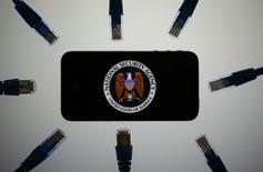 L'agence nationale de sécurité (NSA) a collecté plus de 151 millions de relevés téléphoniques l'année dernière, alors même que le Congrès avait limité le droit de l'agence à obtenir de larges volumes de fichiers. /Photo d'archives/REUTERS/Pawel Kopczynski