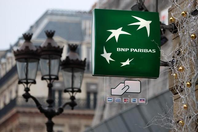 FILE PHOTO: The logo of French BNP Paribas bank is seen in central Paris December 15, 2008.    REUTERS/Charles Platiau/File Photo