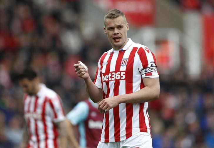 Britain Football Soccer - Stoke City v West Ham United - Premier League - bet365 Stadium - 29/4/17 Stoke City's Ryan Shawcross sustains a facial injury Action Images via Reuters / Carl Recine/ Livepic/ Files