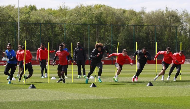 Britain Soccer Football - Manchester United Training - Manchester United Training Ground - 3/5/17 Manchester United's Sergio Romero, Matthew Willock, Marouane Fellaini, Ander Herrera, Anthony Martial, Matteo Darmian and Antonio Valencia during training Action Images via Reuters / Jason Cairnduff Livepic