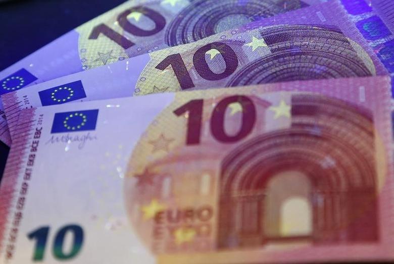 资料图片:2014年5月,德国央行召开记者会介绍新版欧元纸币。REUTERS/Ralph Orlowski