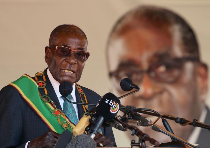 Zimbabwean President Robert Mugabe addresses a rally to mark the country's 37th independence anniversary in Harare, Zimbabwe, April 18, 2017.  REUTERS/Philimon Bulawayo
