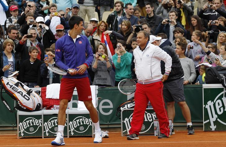 Novak Djokovic of Serbia and coach Marian Vajda prepare for a training session for the French Open tennis tournament at the Roland Garros stadium in Paris May 25, 2013. REUTERS/Stephane Mahe (FRANCE - Tags: SPORT TENNIS)
